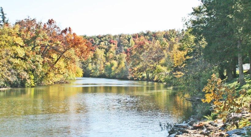 war-eagle-river-banks