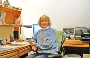 linda-at-her-desk